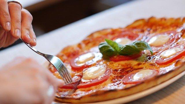 pizza-1150031_640